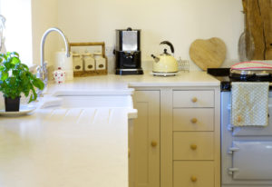 country-cottage-kitchen-design-neptune