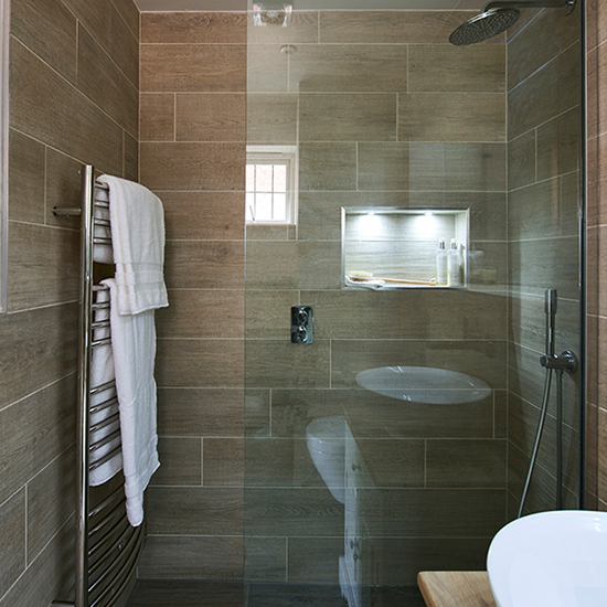 wood-effect-tile-bathroom